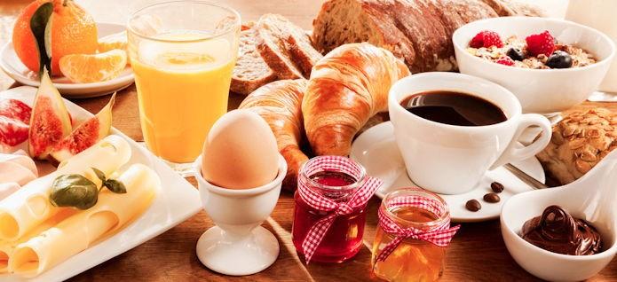 petit-dejeuner-de-travail-695x318.jpg.47fc600eb9203505fecdba6e172c4d29.jpg
