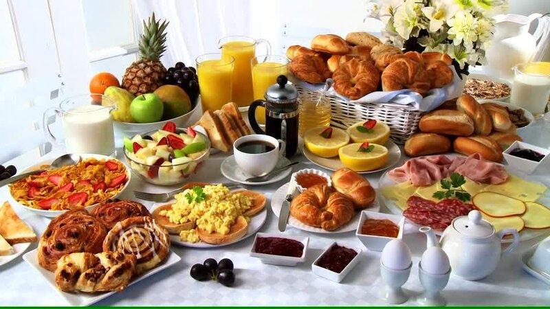 403203538-buffet-du-petit-dejeuner-assiette-froide-oeufs-brouilles-salade-de-fruits.thumb.jpg.fbfc08d6d79b13ff03064bbd037c48db.jpg